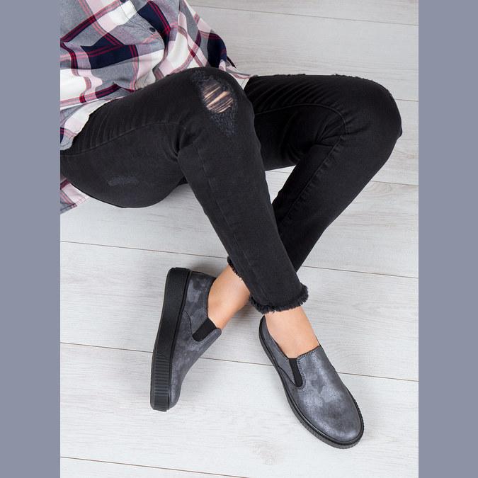 Dámské Slip-on na černé flatformě bata, šedá, 516-1613 - 18