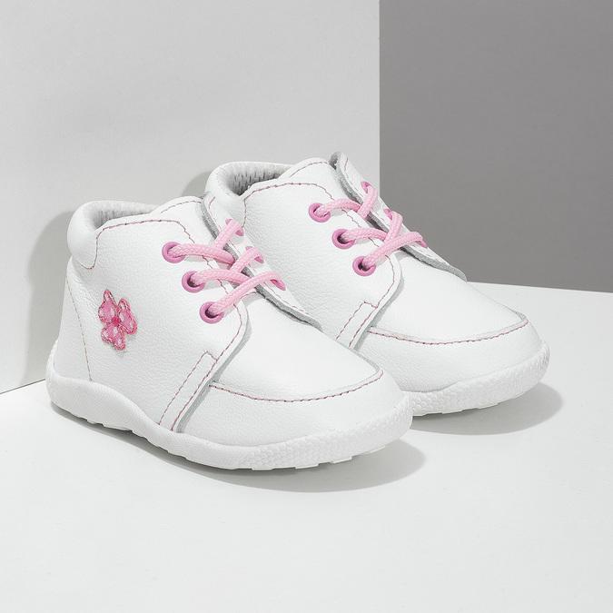 Dětská kožená kotníčková obuv dívčí bata, bílá, 124-1609 - 26