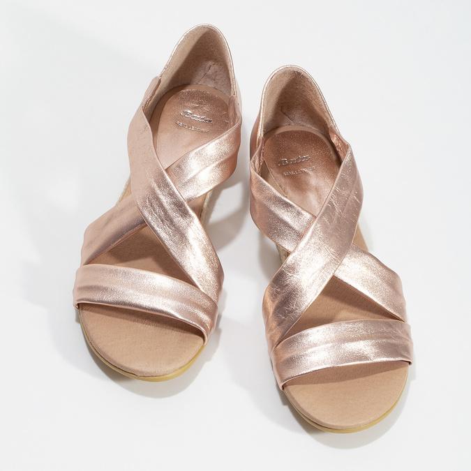 Dámské rose gold sandály na klínku bata, zlatá, 566-5649 - 16