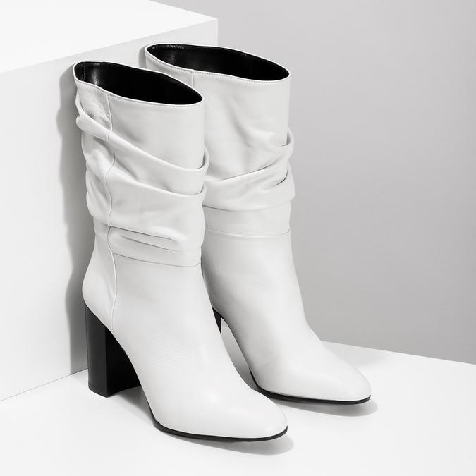 Bílé kožené kozačky na stabilním podpatku bata, bílá, 796-1656 - 26