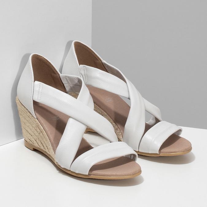 Bílé kožené sandály na klínku bata, bílá, 654-1600 - 26