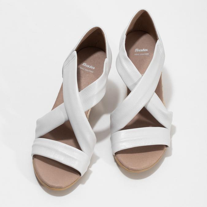 Bílé kožené sandály na klínku bata, bílá, 654-1600 - 16