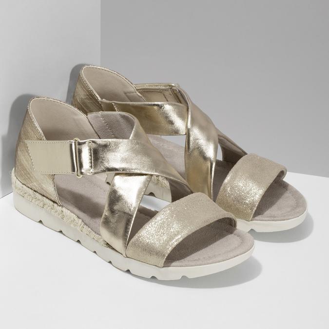 Zlaté dámské sandály na světlé podešvi bata, zlatá, 561-8606 - 26