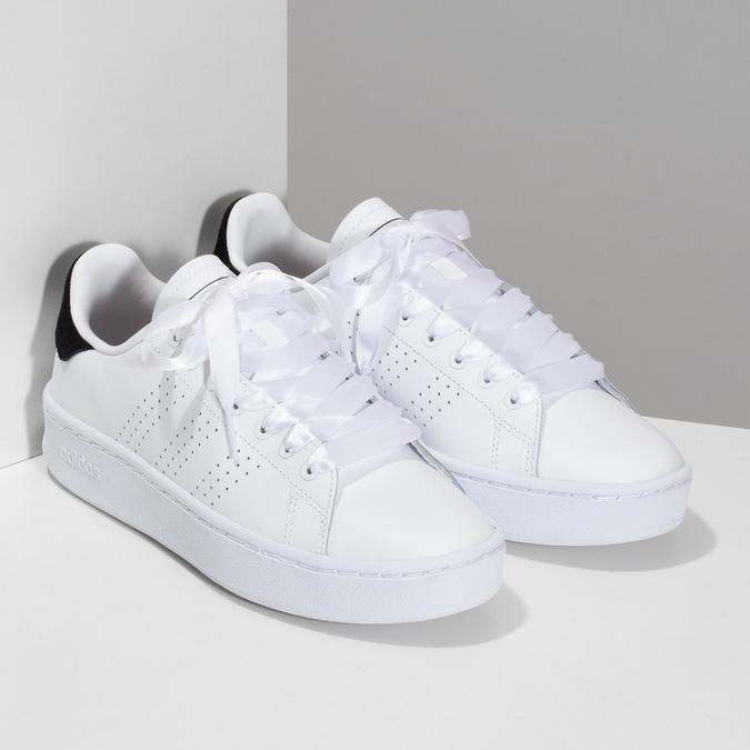 Dámské bílé ležérní tenisky s perforací adidas, bílá, 501-1231 - 26